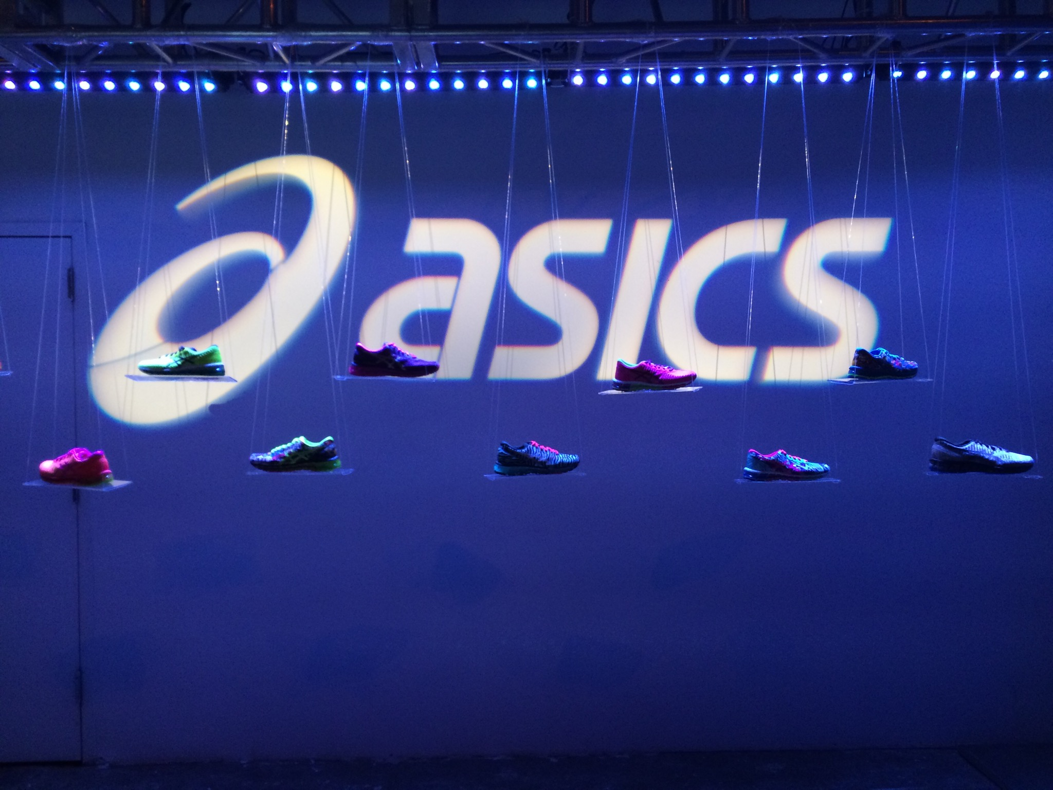 Поступление кроссовок Asics  по супер низким ценам! Оригинальная продукция!